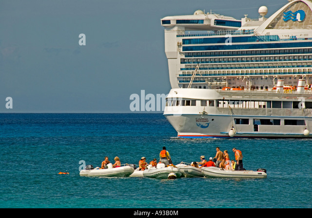 George Town Grand Cayman cruise ship snorkel tour boats caribbean islands - Stock Image