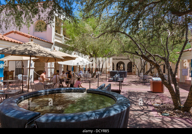 Cafe in the courtyard at The Heard Museum of Native Cultures and Art, Phoenix, Arizona, USA - Stock-Bilder