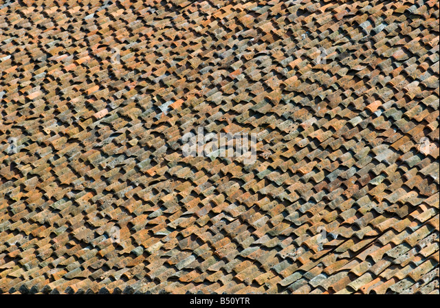 Old, uneven pantile roofing, Loudun, Vienne, France. - Stock Image