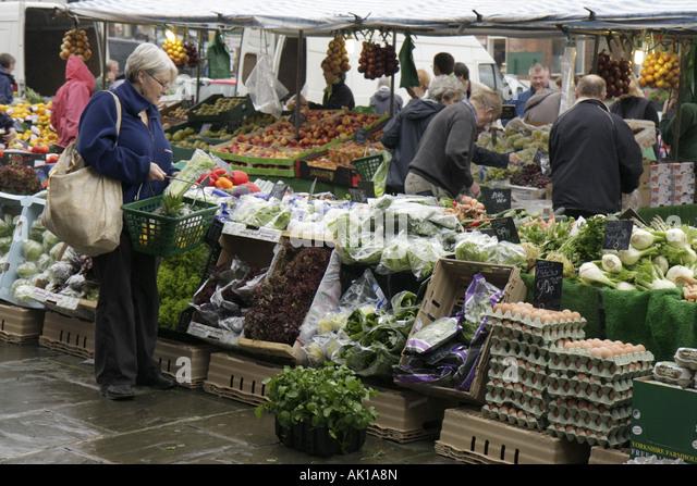 England UK Thirsk Market Place farmers market produce shopping - Stock Image