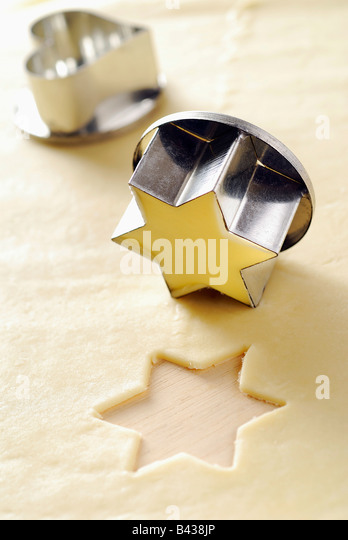 Star-shaped biscuit cutter with pastry - Stock Image