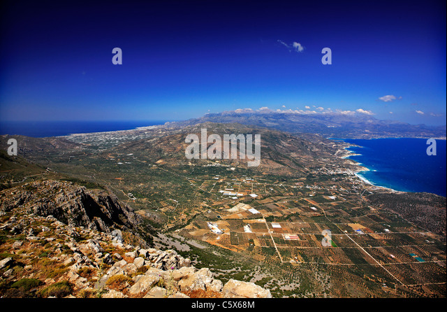 The narrowest point of Crete, 12 km (in a straight line), from Ierapetra to the left (south) to Pacheia Ammos to - Stock Image