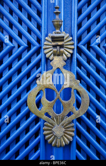 Detail of a door of a colonial house in the historic part of Parati, Rio de Janeiro State, Brazil. - Stock Image