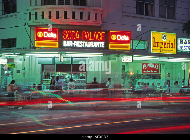 Costa Rica San Jose Avenida Central rush hour Soda Club  - Stock Image