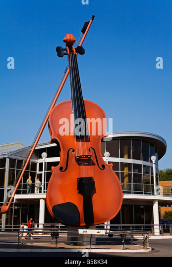 The Big Ceilidh Fiddle by Cyril Hearn, Sidney Pavilion, Port of Sidney, Cape Breton Island, Nova Scotia, Canada, - Stock Image
