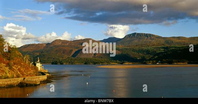 Cadair Idris over the Mawddach Estuary, near Barmouth, Snowdonia, North Wales, UK - Stock Image