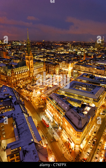 Traditional Hamburg Christmas Market, Town Hall, Rathausmarkt square, snow, city, Hamburg, Germany, Europe - Stock Image