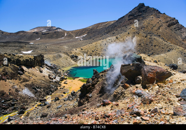 New Zealand, North Island, Whakapapa, Tongariro National Park, View on Emerald Lake and smoking earth. - Stock Image