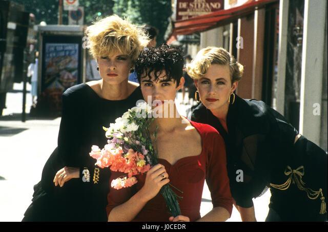 London Uk Vidal Sassoon models with short hair for summer styles in June 1987 - Stock-Bilder