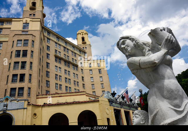 Arkansas Hot Springs Central Avenue Arlington Resort Hotel and Spa built 1925 landmark entrance two towers fountain - Stock Image