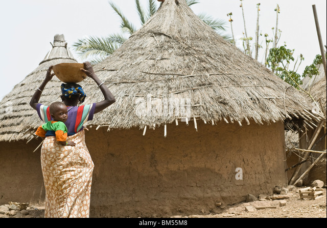 African bedik women carrying children, Iwol village, Bassari country, Senegal, Africa. - Stock Image