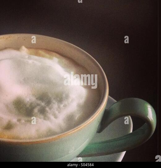 A frothy cappuccino in pastel coffee cup. - Stock-Bilder