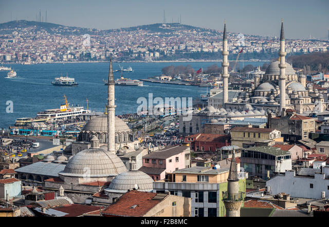 Istanbul skyline, the Bosphorus, ferries sailing towards the Aisian side, Rustem Pasha and Yeni mosques at Eminonou - Stock Image