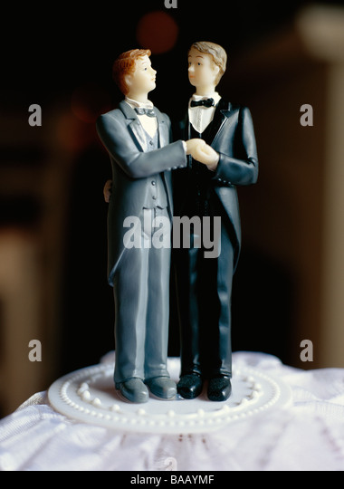 A gay bridal couple on a cake, Sweden. - Stock Image