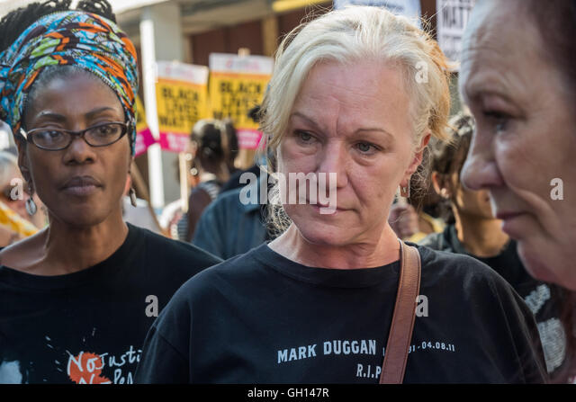 London, UK. 6th August 2016. Marcia Rigg, and Mark Duggan's aunt Carole Duggan and mother Pamela Duggan at the - Stock-Bilder