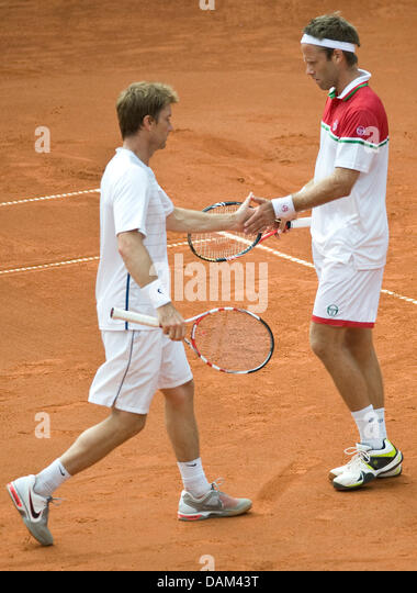 Sweden's Simon Aspelin (L) and Robert Lindstedt play during the doubles match Golubev /Kukushkin against - Stock Image