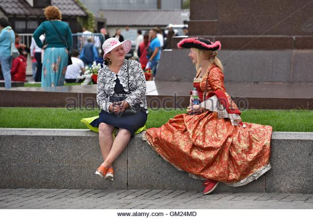 Actors in carnival costumes rest in the center of Moscow. - Stock Image