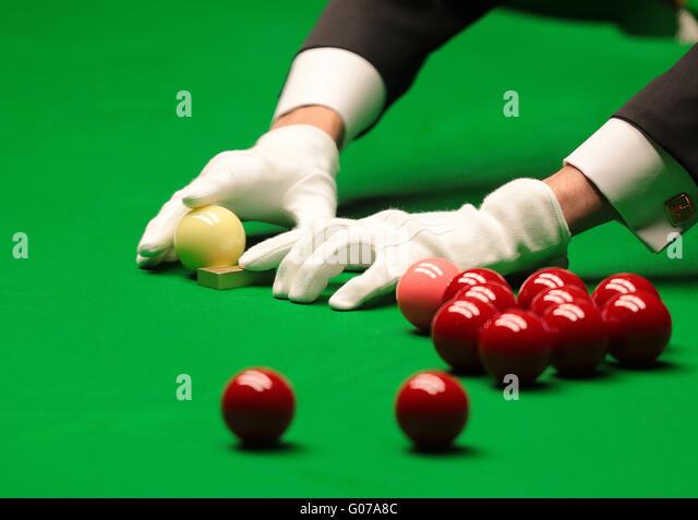 The Crucible, Sheffield, UK. 30th Apr, 2016. World Snooker Championship. Semi Final, Ding Junhui versus Alan McManus. - Stock-Bilder