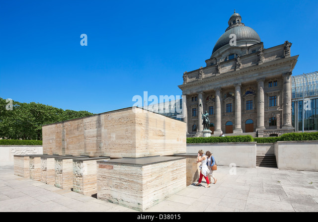 War memorial and Bavarian State Chancellery, Hofgarten, Munich, Bavaria, Germany - Stock-Bilder