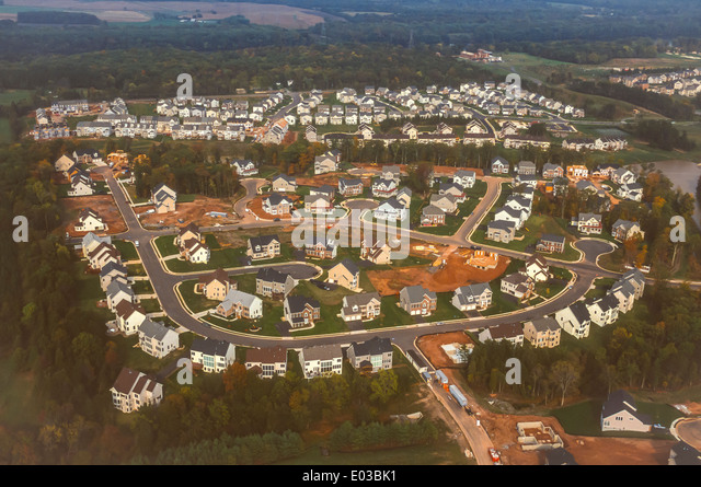 ASHBURN, VIRGINIA, USA - Aerial of new homes in suburban housing tract, Loudoun County. - Stock Image
