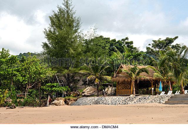 Traditional Beach Resort at Klong Nin Beach, Koh Lanta Island, Thailand - Stock-Bilder