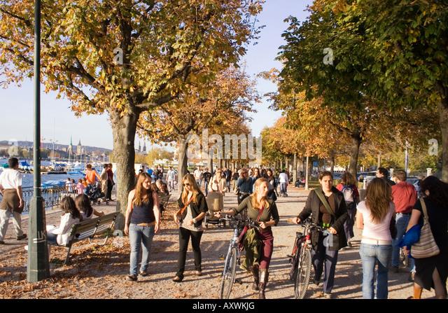 Switzerland Zuerich Zurich lake promenade in autumn people - Stock Image