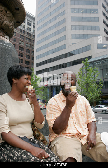 Ohio, Cincinnati, Fountain Square, Black couple, man, woman, ice cream, - Stock Image