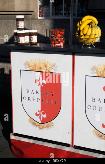 CREPE SHOP BY LONDON EYE UK AT THAMES SOUTH BANK IN ENGLAND UK - Stock Image