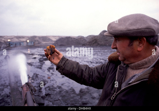 Workman holds a large amber nodule inside the Palmnicken Amber mine on the Baltic Sea near Yantarny, Russia - Stock Image