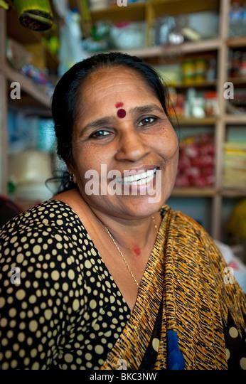 Local Woman in grocery store, Kovalam, Kerala, India - Stock-Bilder