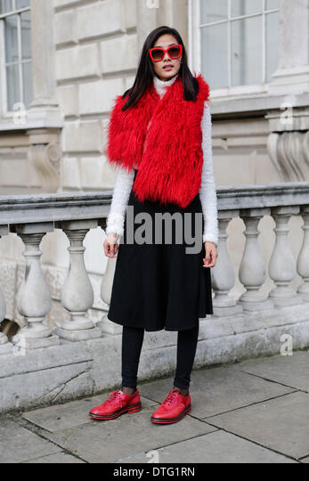 London, UK. 15th Feb 2014. Model Thuy Hoang arriving at Somerset House  Credit:  dpa picture alliance/Alamy Live - Stock-Bilder