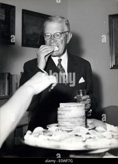Oct. 16, 1962 - The King of Sweden Gustav VI illustrated to-day during a press conference at the Royale Archeological - Stock Image