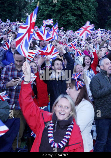 London, UK. June 4, 2012. Fans in of all ages waving flags as they watch and enjoy the Concert to celebrate The - Stock-Bilder