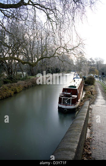 Winter on the South Oxford Canal City of Oxford Oxfordshire Oxon England boat narrowboat ice iced up canal canals - Stock Image