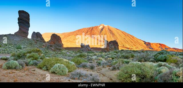 Tenerife, panoramic landscape view of Roques de Garcia and Mount Teide, Canary Islands, Spain - Stock-Bilder
