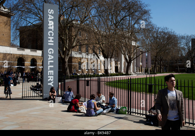 Entrance to the Saatchi Gallery, Chelsea. One of the largest and most respected galleries in London. - Stock Image