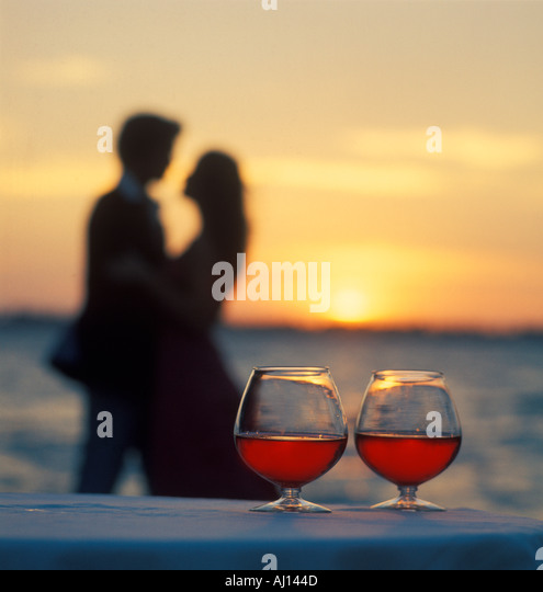 Happy Couple Sitting On Sandy Beach Embracing Kissing: Couple On Vacation Cocktails Stock Photos & Couple On