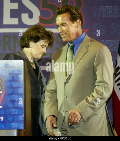 California Gov. Arnold Schwarzenegger, right, and US Sen. Dianne Feinstein meet at a press conference to endorse - Stock Image