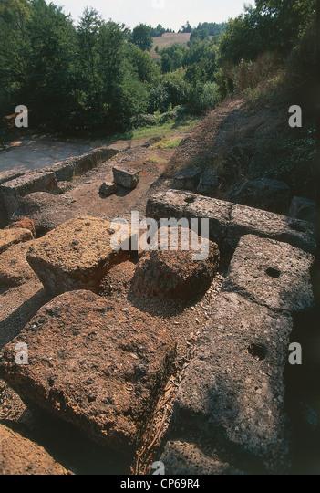 Lazio - Ischia di Castro (Vt). Altar of the Crucifix. Tomb of age die in 'archaic, IV century BC - Stock-Bilder