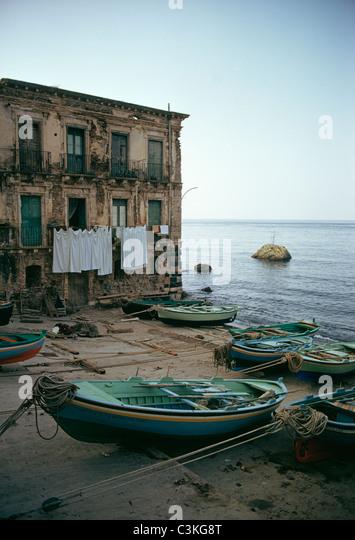 Row boats on beach - Stock Image