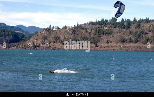 Wind surfers enjoying the pull, Columbia River Gorge OR. - Stock Image