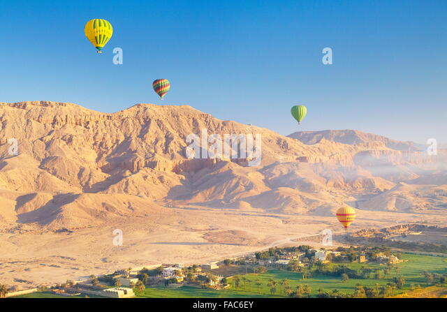 Egypt - balloon flights over the west bank of the Nile, landscape of mountains and green valley - Stock-Bilder