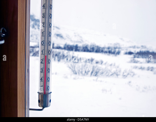 thermometer shows -12 outside a Norwegian mountain cabin - Stock Image