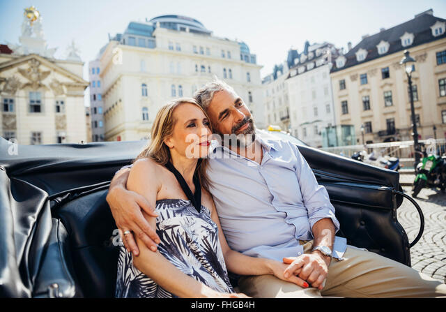 Austria, Vienna, couple in love on sightseeing tour in a fiaker - Stock Image