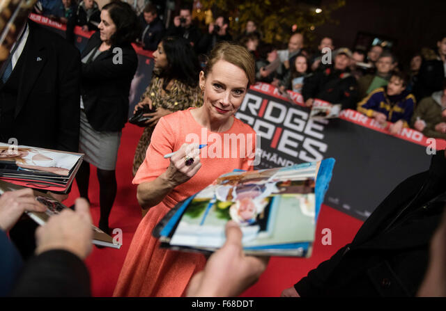 Berlin, Germany. 13th Nov, 2015. US actress Amy Ryan attends the premiere of the film 'Bridge Of Spies' - Stock Image