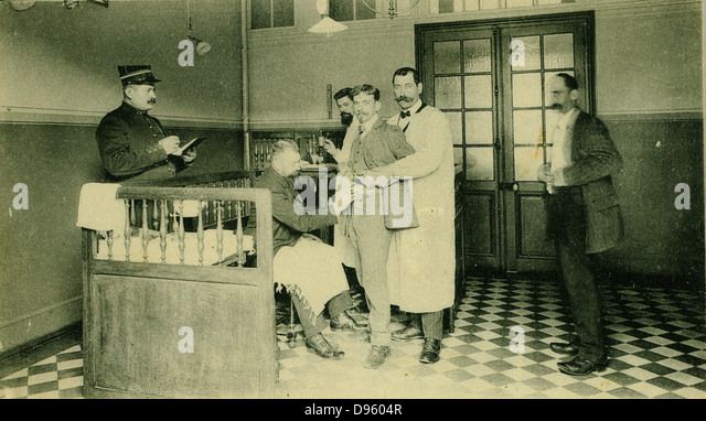 Inoculating patients against Rabies at the Institut Pasteur, Paris, c1910. Before modern techniques were developed - Stock Image