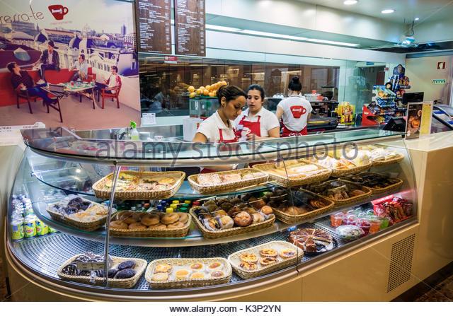 Lisbon Portugal Metropolitano de Lisboa metro subway Saldanha station Buondi Caffe cafe coffee kiosk counter pastries - Stock Image