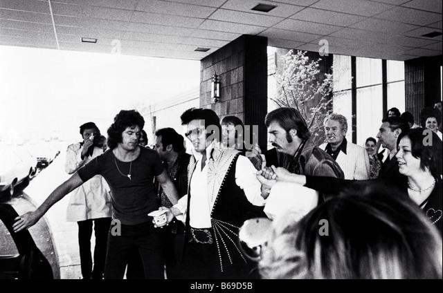 ELVIS PRESLEY leaving Philadelphia Hilton on 23 June 1974 holding jar of Skippy peanut butter - see Description - Stock Image