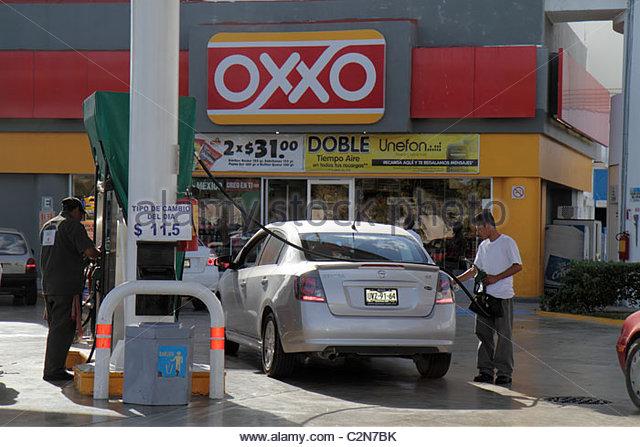 Mexico Yucatán Peninsula Quintana Roo Cancun Avenida Tulum Oxxo business convenience store gasoline petrol - Stock Image