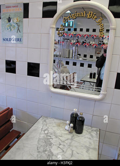 Inside Robins traditional Pie & Mash, Ilford Essex, Greater London, England - Stock Image